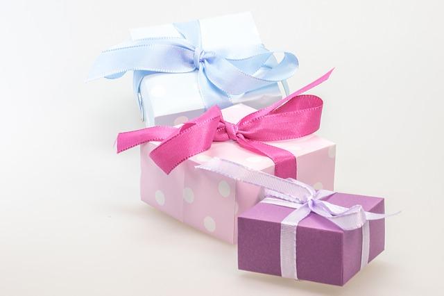 ec31b90c28f51c3e81584d04ee44408be273e5d411b7124696f7_640_gift